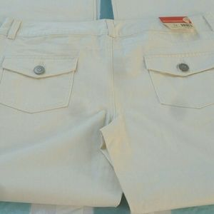 Cream colored women's no weatherproof pants